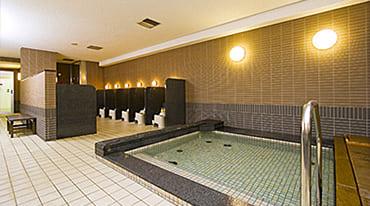 fa1f5c2d912 お風呂やサウナも充実した施設: フィットネス(ジム・スタジオ・プール)エリアはもちろん、リラクセーション施設も充実。
